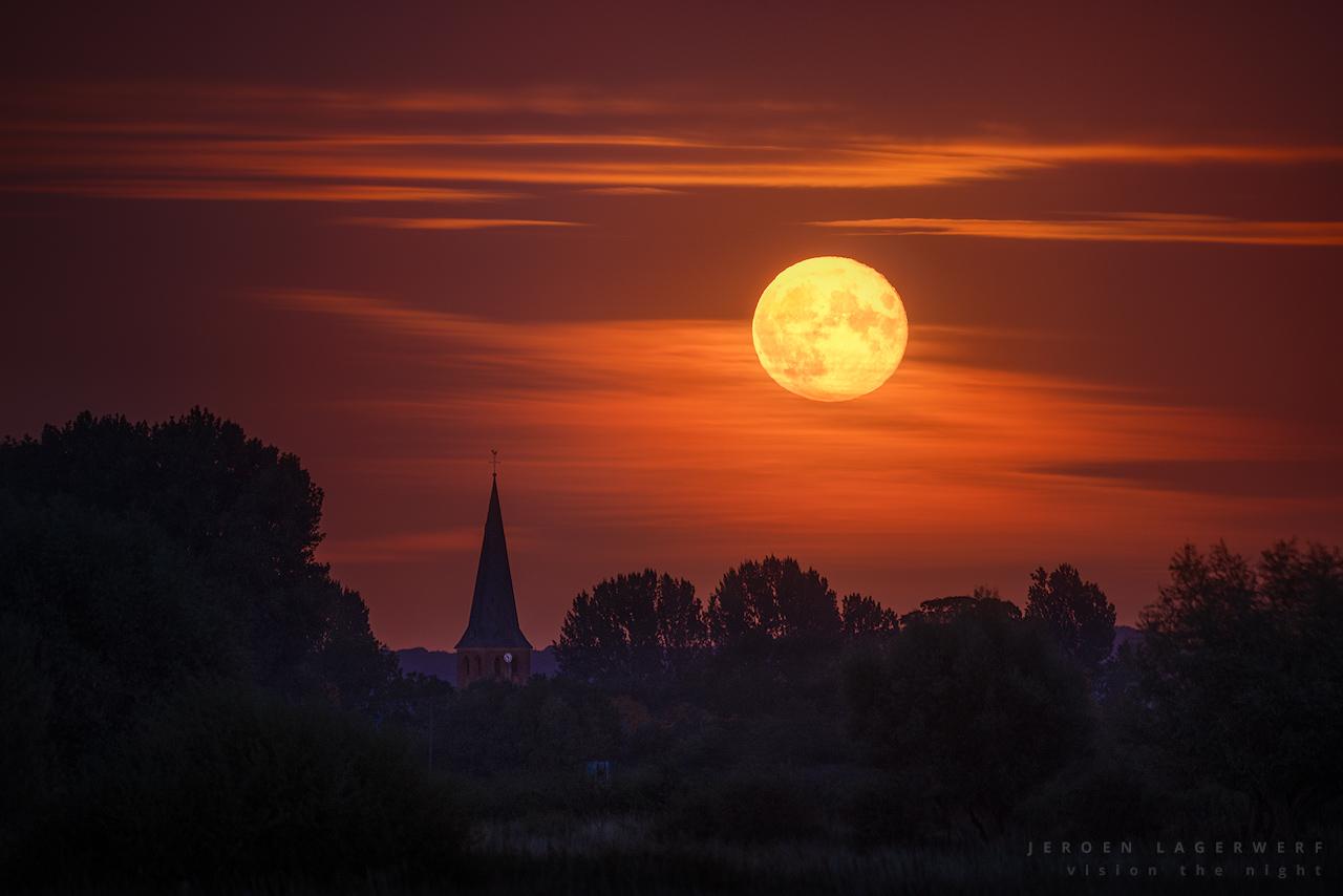 Full moon over Niel