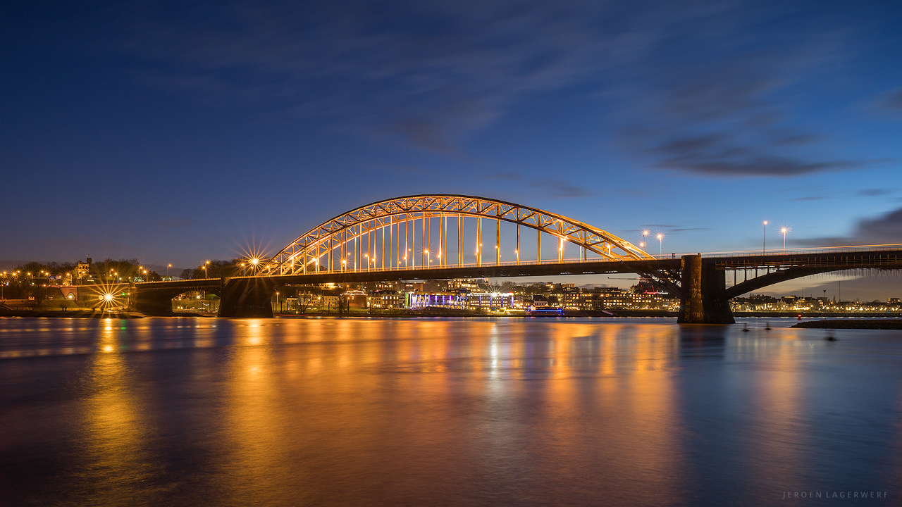 GOLDEN WAALBRUG