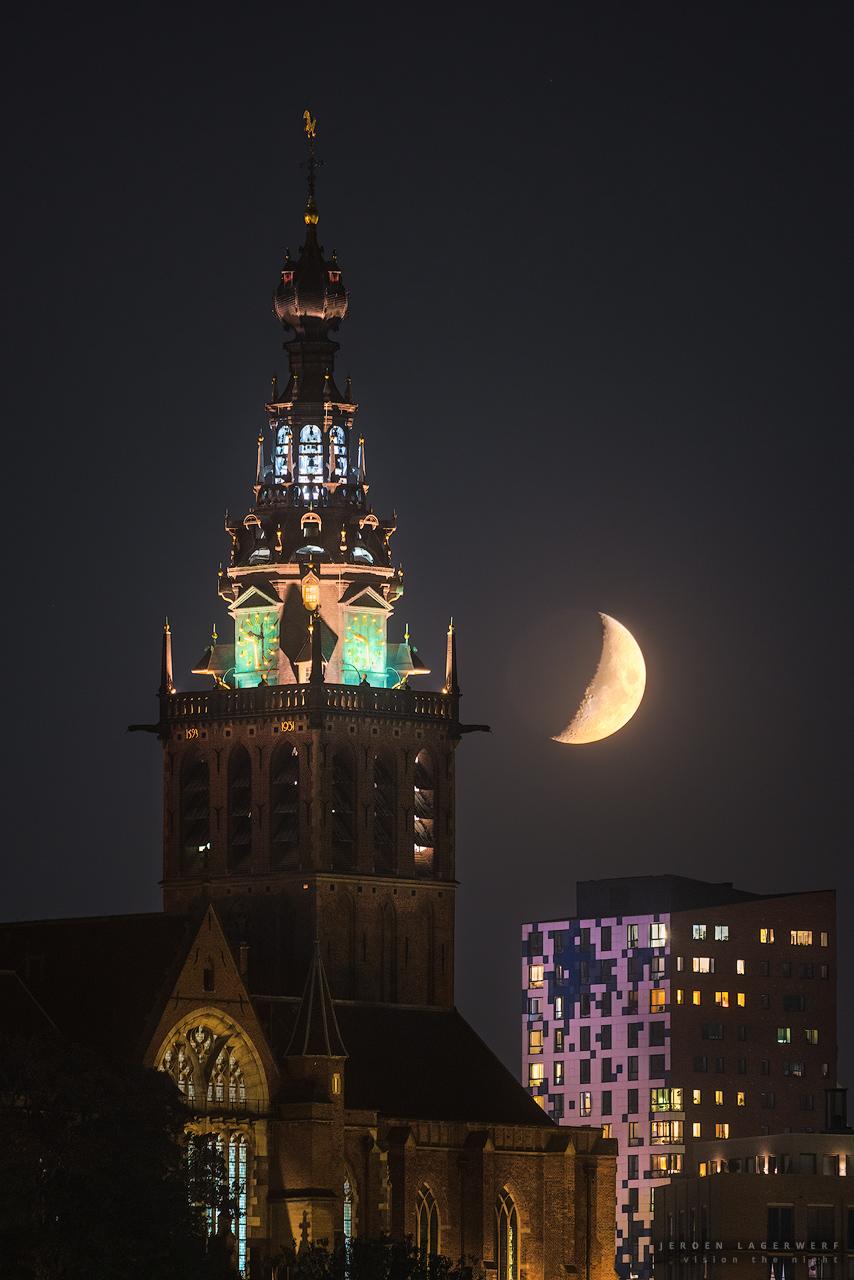 Sint Stevenskerk met Maan