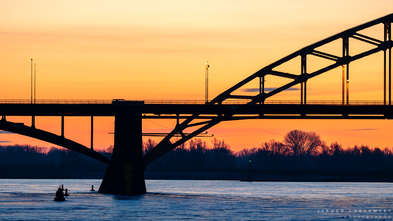 Waalbrug silhouet