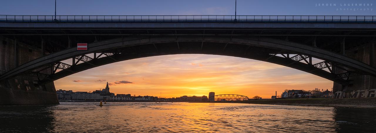 Zonsondergang Waalbrug