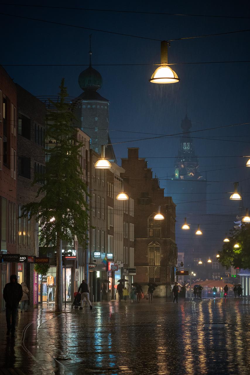 Burchtstraat, Grote markt in de stromende regen, Nijmegen